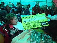 Scheckübergabe an Magdalena Rützer, 1. Auer Stundenlauf 28. August 2010
